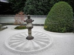 徳川慶喜寄進の灯篭