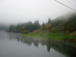 九頭竜湖畔