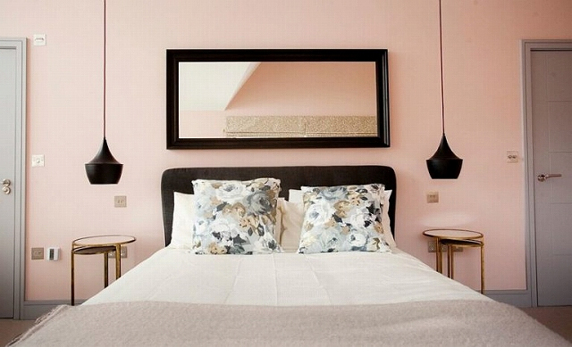 Black-accentuates-the-beauty-of-pastel-pink-in-the-bedroom-768x467.jpg