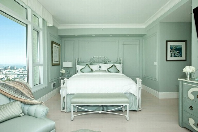 Transitional-bedroom-in-pastel-green-with-monochromatic-look-1-768x512.jpg