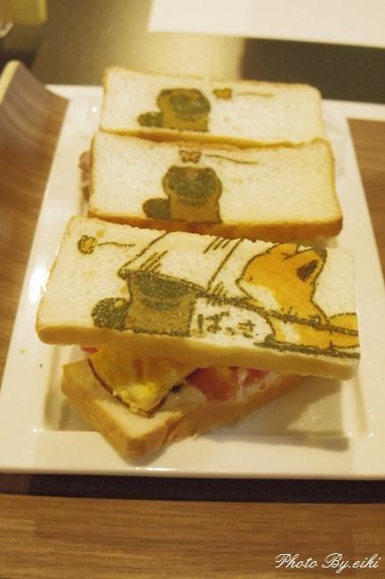 渋谷のたぬきときつねカフェ