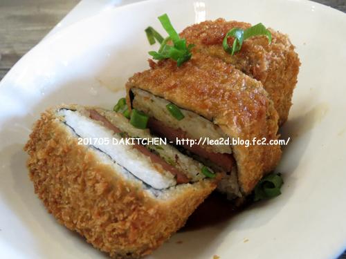 201705 マウイ島、カフルイ空港近くのレストラン「Da Kitchen(ダ・キッチン)」の Loco Moco(ロコモコ)