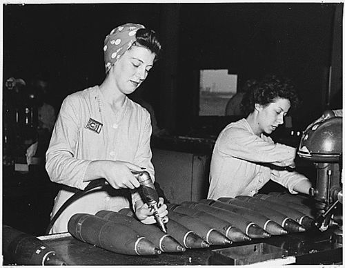 edbc7e5f88038708992e97356d31711d--factory-worker-land-girls.jpg