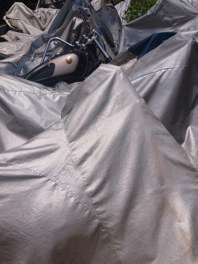 包囲されたバイク