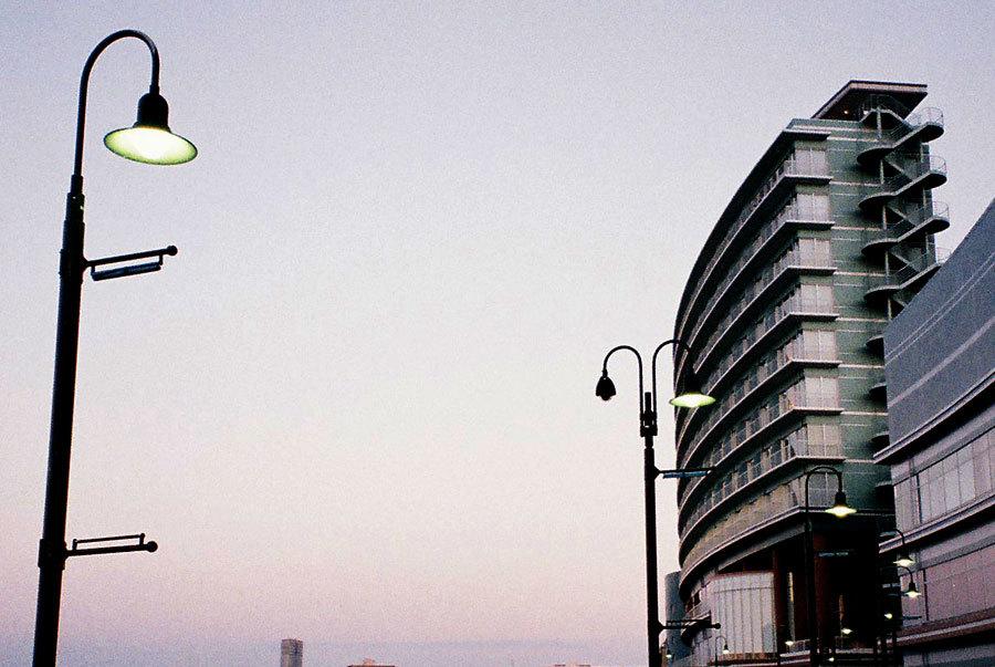 夕闇の街灯