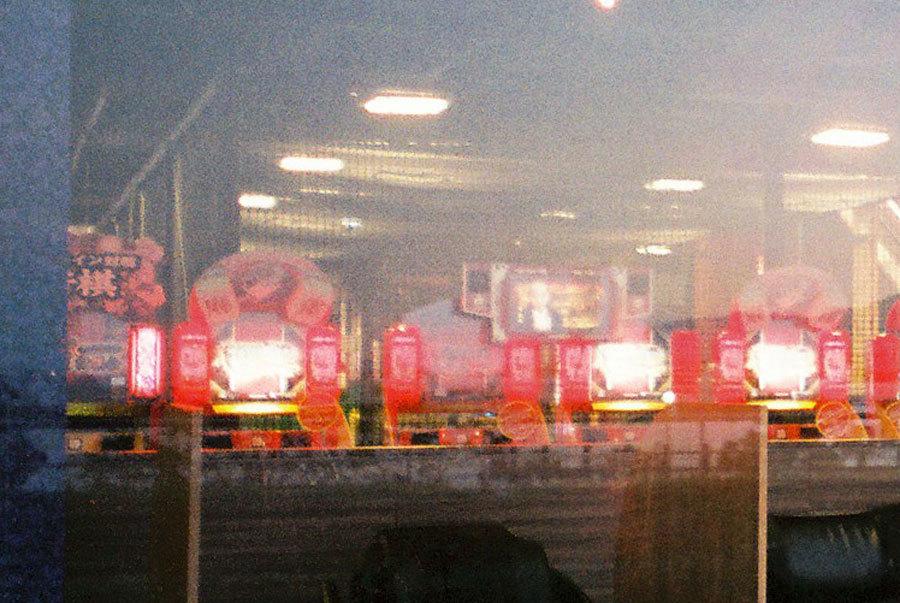 ゲームセンターの赤い灯
