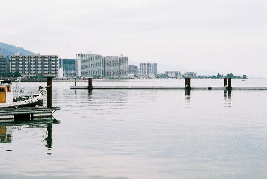 灰の中の線 大津港