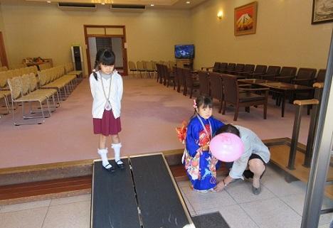 4 神楽殿の祈祷後、参集所にて