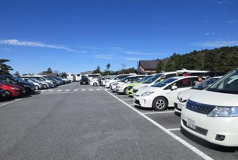 2 駐車場は満杯