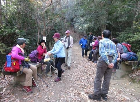 7 登山道へ合流し休息