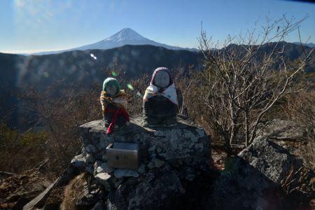 201801020913_090山頂の地蔵と富士