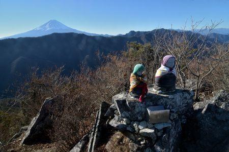 201801020921_106山頂の地蔵と富士