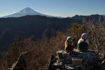 201801020929_114山頂の地蔵と富士