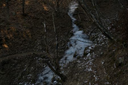 201801021331_205凍った川