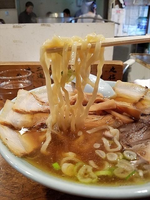 20171111_114640_R 周囲は柔いけど中にはコシが残る喜多方風の麺
