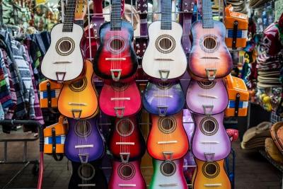 選び方 並ぶ ギター お店