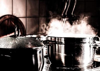 料理 鍋 湯気