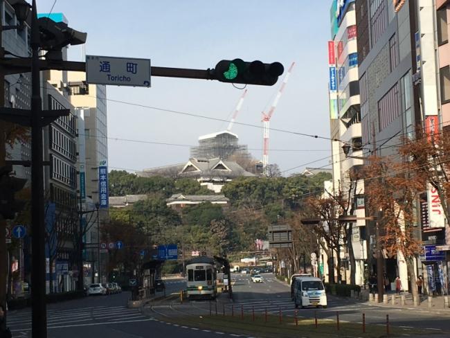熊本市現代美術館付近から見た熊本城