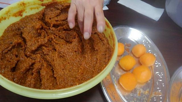 渋柿の味噌漬け作り