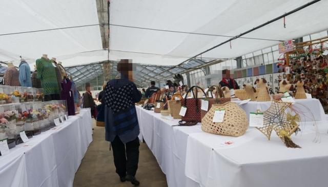 手芸品の展示