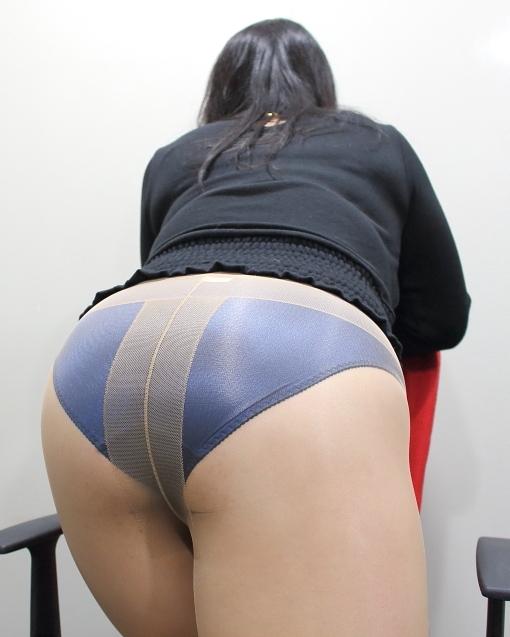 豊満熟女 パンティ 豊満熟女の奈美が履くと小さく見えますが、よく伸びるので違和感はないんですよ~ しかもパンティストッキング履くとキュッっと良い感じになり、ずり落ちはしないので  ...