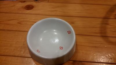 ニャンコのお皿 足跡柄