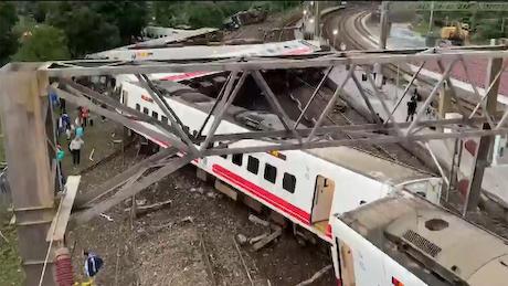 台湾 台湾鉄道 列車 脱線 日本車輌製造