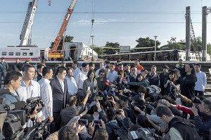 台湾 台湾鉄道 列車 脱線 日本車輌製造 フェードアウト