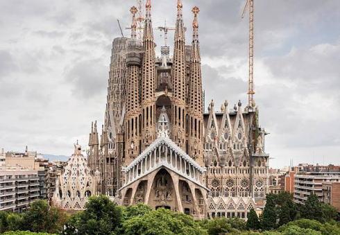 サグラダ・ファミリア ガウディ 違法建築 スペイン