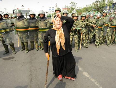 新疆ウイグル 東トルキスタン 中国 共産党 人権