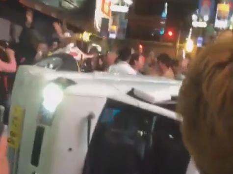 渋谷の繁華街、ハロウィンにかこつけて暴徒化する … 通りかがりの軽トラを横倒させ狂喜、繁華街はごみが散乱(動画)