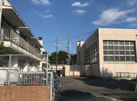日本大学水泳部1年生のA選手、女子更衣室の中で首吊り … 警察の捜査が入る異例の事態にもかかわらず、事件は公にされず