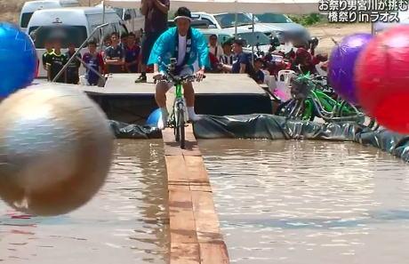 """日テレ「世界の果てまでイッテQ!」にヤラセ疑惑 … ラオスでの""""橋祭り""""について現地駐在員「『橋祭り』なんて聞いたことはない」 観光省観光部「こうした自転車競技はラオスには存在しない」"""