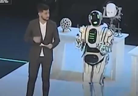 ロシア国営TV「科学技術イベントに、歌って踊れる最先端ロボットが登場!」→ ネットユーザーの指摘で、中に人が入ったただの着ぐるみだった事が発覚し炎上