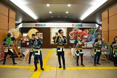 新青森駅においてねぶた囃子