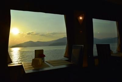 瀬戸内海に昇る朝日 瑞風