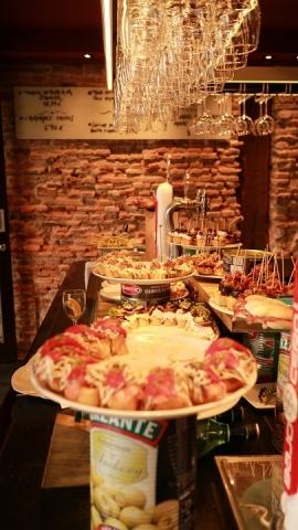 02058M Bar Zezen Gorri en Plaza Nueva