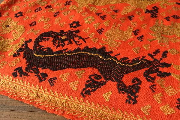 ナーガ文様の織物