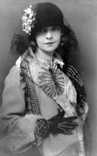 Lillian_Gish_by_Charles_Albin,_1922_(1)_512