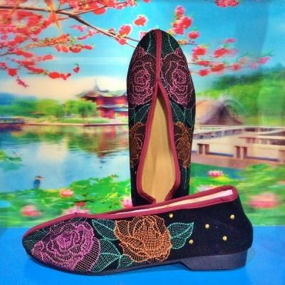 秋冬カラーのチャイナ刺繍シューズ