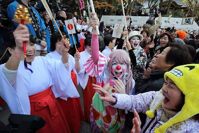 枚岡神社 お笑い神事2