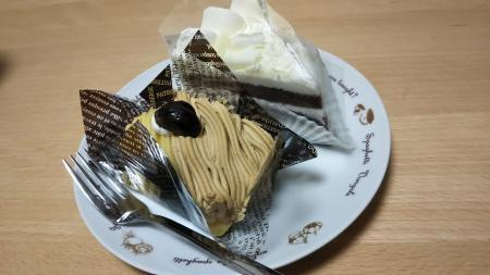 ケーキ2個は当然よね