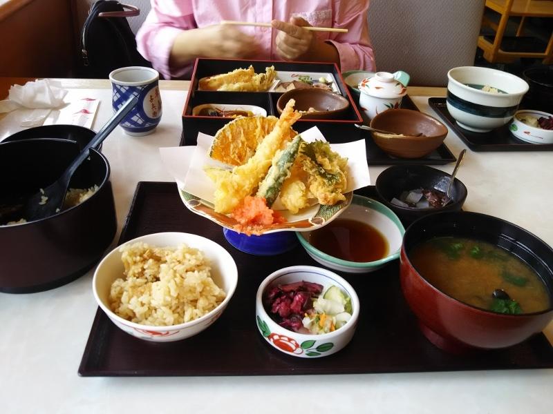1020171002松茸ご飯食べ放題 (800x600)