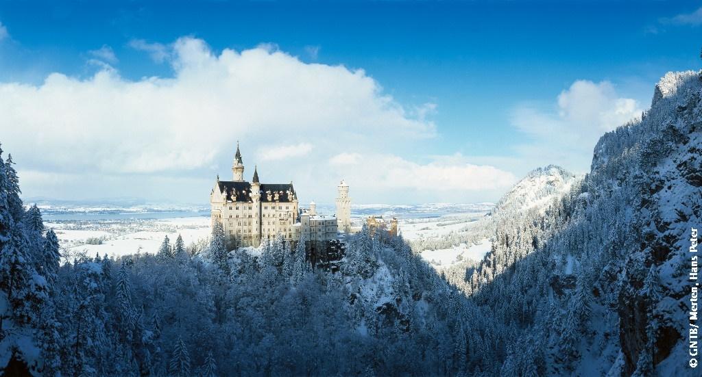 雪のノイシュヴァンシュタイン城