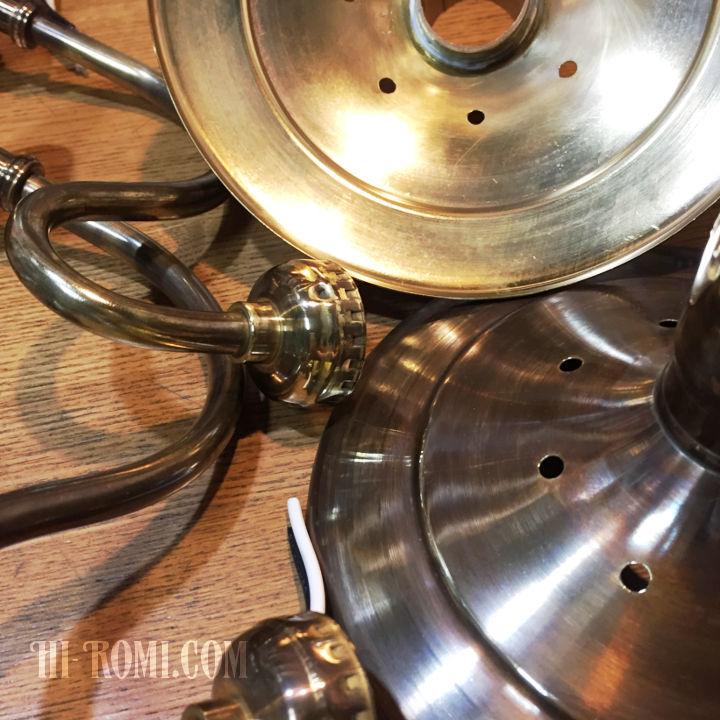真鍮特有の黒ずみ、ヴィンテージらしいヤレ感のある工業系ブラケットライト照明