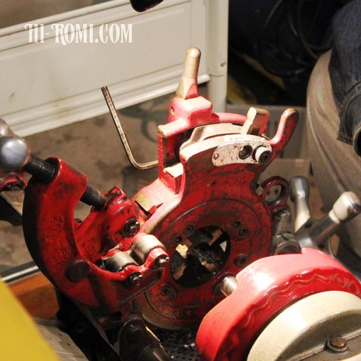 レッキスパイプマシンで工業系のブラケット照明を製作&加工中。