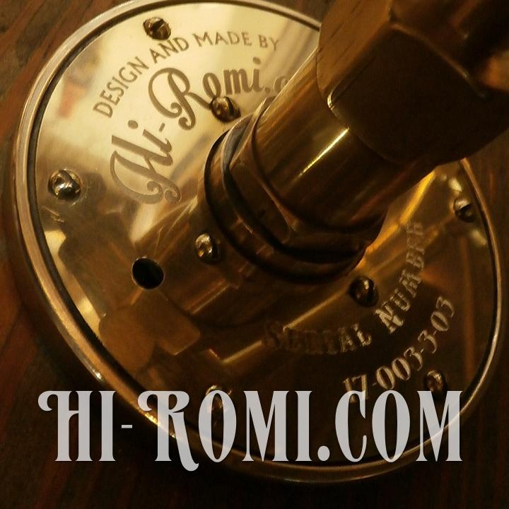 Hi-Romi.com(ハイロミ)オリジナルのダブルアーム真鍮壁掛照明のタグ。20171030