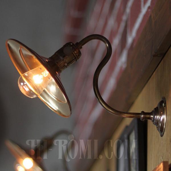 古美色が美しい工業系平皿シェードのブラケットライト