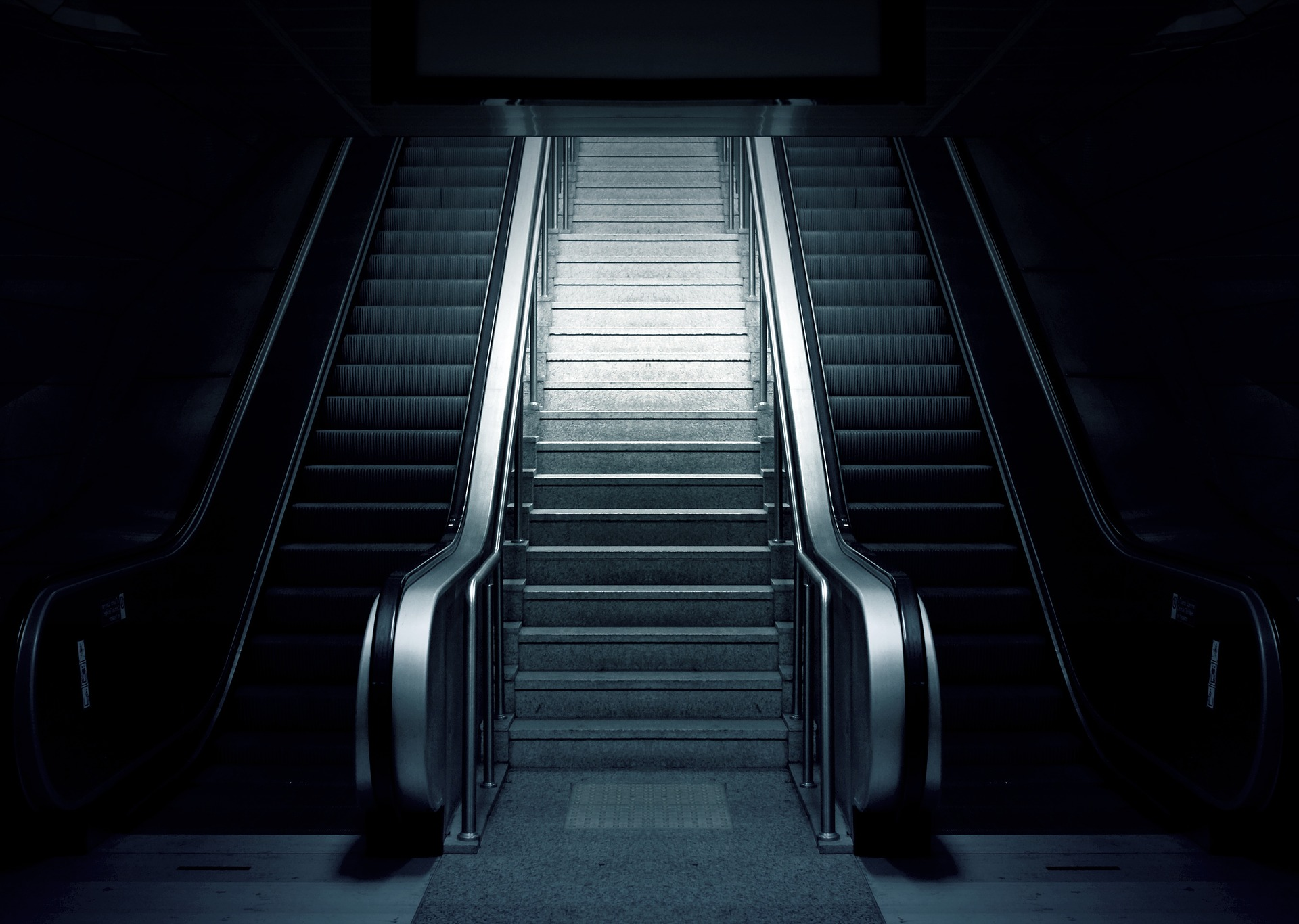 escalator-769790_1920.jpg