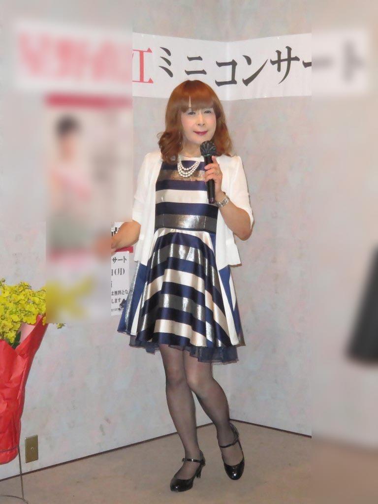 青銀白三色ボーダー柄ワンピカラオケ(3)